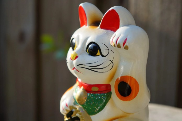 Picture of Japanese Waving Cat like the ones you will find at Ohio's Lucky Cat Museum