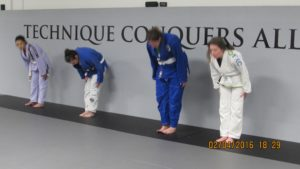 Women Bow In - Technique conquers All