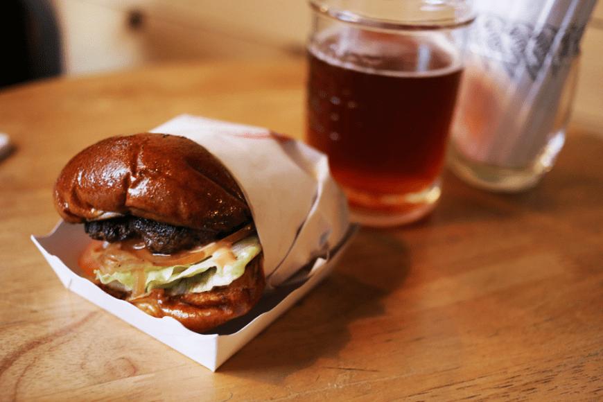 フードトラックの Daniel Thaiger burgers (ダニエル・タイガー・バーガー)