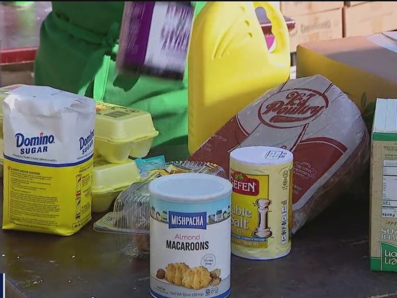 Food pantry offers kosher meals to families in Brooklyn