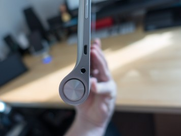 Bouton d'allumage, prise jack et micro USB
