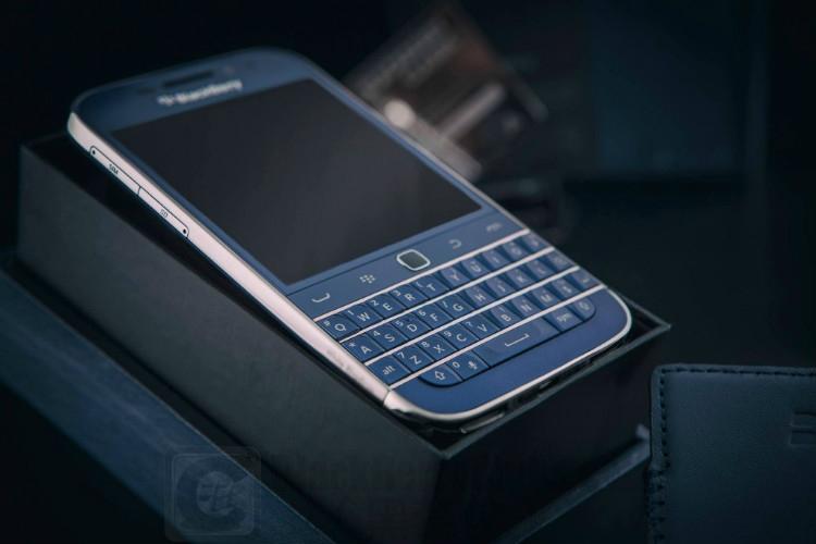 BlackBerry Classic 鈷藍色限量版+豪華White Rhodium 訂製版本曝光