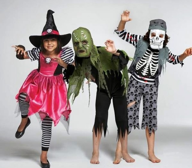 Kids groups weird Halloween costumes