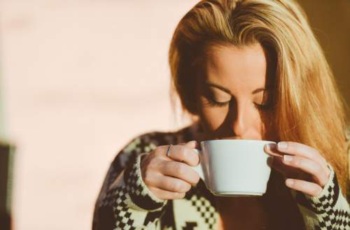 DIY Healthy Easy Pumpkin Spice Latte Recipe (Make It Better Than Starbucks) - Best Fall Drink Ever!