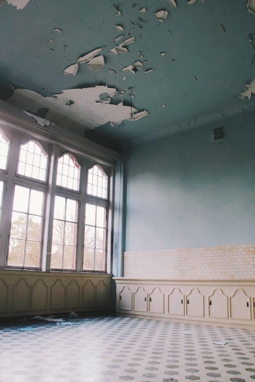 Beelitz verlaten patiëntenkamerinterieur