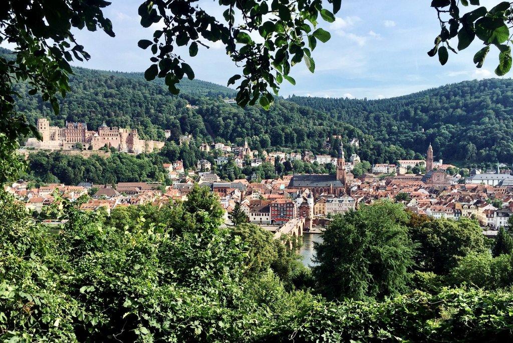 "Pad van Heidelberg_Blick-of-the-filosoof ""srcset ="" https://www.blackdotswhitespots.com/bdws/wp-content/uploads/2019/05/Heidelberg_Blick-from-Philosophenweg.jpg 1024w, https://www.blackdotswhitespots.com/ bdws / wp-content / uploads / 2019/05 / Heidelberg_Blick-vom-Philosophenweg-500x334.jpg 500w, https://www.blackdotswhitespots.com/bdws/wp-content/uploads/2019/05/Heidelberg_Blick-vom-Philosophenweg -768x514.jpg 768w, https://www.blackdotswhitespots.com/bdws/wp-content/uploads/2019/05/Heidelberg_Blick-from-Philosophenweg-300x201.jpg 300w, https://www.blackdotswhitespots.com/bdws /wp-content/uploads/2019/05/Heidelberg_Blick-vom-Philosophenweg-330x221.jpg 330w, https://www.blackdotswhitespots.com/bdws/wp-content/uploads/2019/05/Heidelberg_Blick-vom-Philosophenweg- 296x197.jpg 296w, https://www.blackdotswhitespots.com/bdws/wp-content/uploads/2019/05/Heidelberg_Blick-from-Philosophenweg-690x462.jpg 690w, https://www.blackdotswhitespots.com/bdws/ wp-content / uploads / 2019/05 / Heidelberg_Blick-by-Philosophers-867x 580.jpg 867w ""sizes ="" (max-breedte: 1024px) 100vw, 1024px ""/> </dt data-recalc-dims="