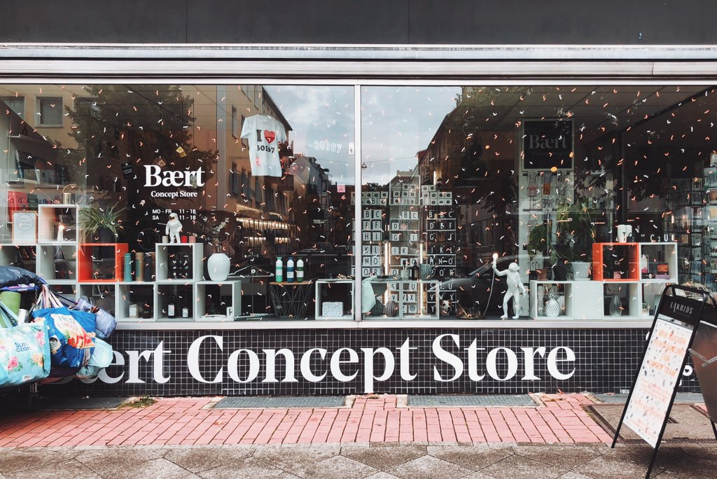 "Nordstadt-Hannover-Insidertipps-Baerts-Concept-Store"" srcset=""https://i1.wp.com/www.blackdotswhitespots.com/bdws/wp-content/uploads/2019/09/Nordstadt-Hannover-Insidertipps-Baerts-Concept-Store.jpg?resize=1024%2C684&ssl=1 1024w, https://www.blackdotswhitespots.com/bdws/wp-content/uploads/2019/09/Nordstadt-Hannover-Insidertipps-Baerts-Concept-Store-500x334.jpg 500w, https://www.blackdotswhitespots.com/bdws/wp-content/uploads/2019/09/Nordstadt-Hannover-Insidertipps-Baerts-Concept-Store-768x513.jpg 768w, https://www.blackdotswhitespots.com/bdws/wp-content/uploads/2019/09/Nordstadt-Hannover-Insidertipps-Baerts-Concept-Store-300x200.jpg 300w, https://www.blackdotswhitespots.com/bdws/wp-content/uploads/2019/09/Nordstadt-Hannover-Insidertipps-Baerts-Concept-Store-330x220.jpg 330w, https://www.blackdotswhitespots.com/bdws/wp-content/uploads/2019/09/Nordstadt-Hannover-Insidertipps-Baerts-Concept-Store-296x197.jpg 296w, https://www.blackdotswhitespots.com/bdws/wp-content/uploads/2019/09/Nordstadt-Hannover-Insidertipps-Baerts-Concept-Store-690x461.jpg 690w, https://www.blackdotswhitespots.com/bdws/wp-content/uploads/2019/09/Nordstadt-Hannover-Insidertipps-Baerts-Concept-Store-868x580.jpg 868w"" sizes=""(max-width: 1024px) 100vw, 1024px""/> </dt data-recalc-dims="