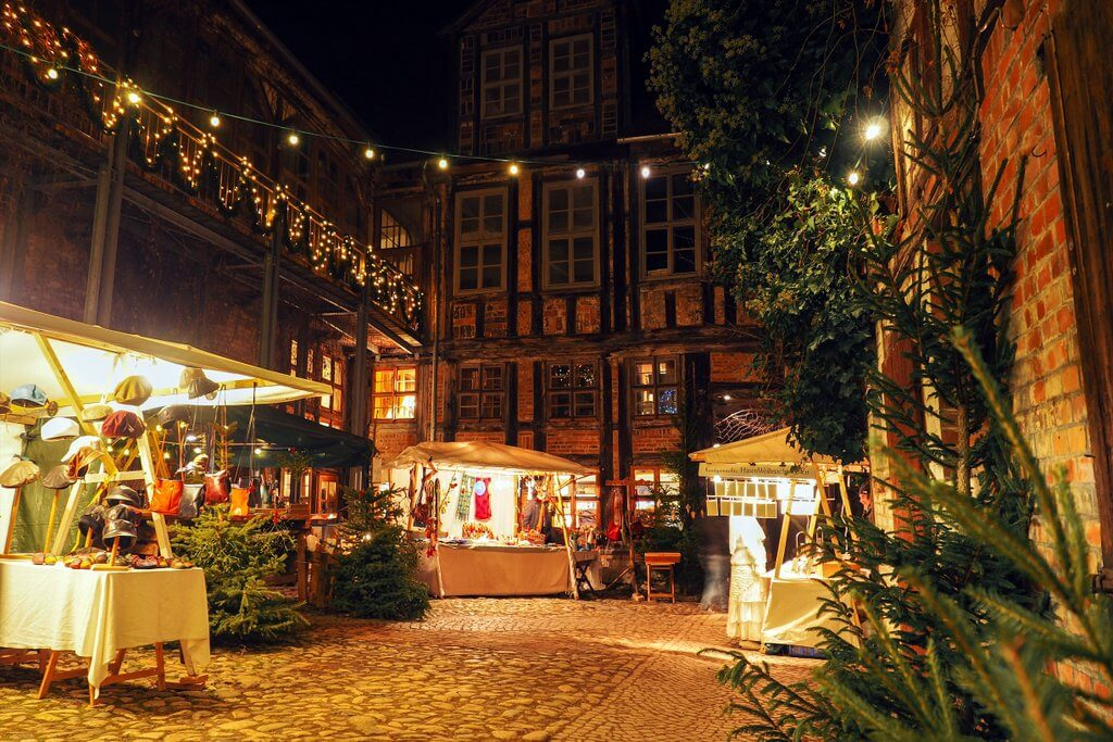 Quedlinburg Advent in de kerstmarkt van Hoefen