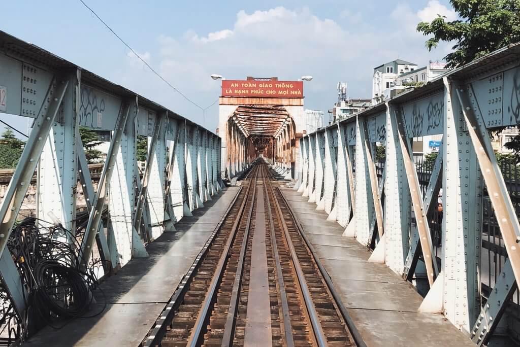 Hanoi Tips Long Bien Train