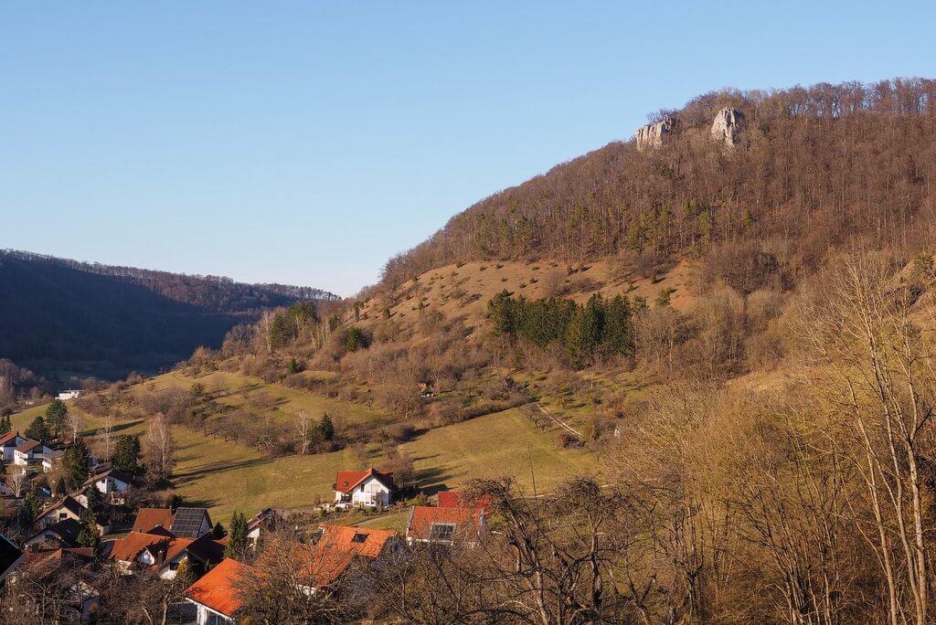 Zwabische Alb Bad Ueberkingen bos en waterweg