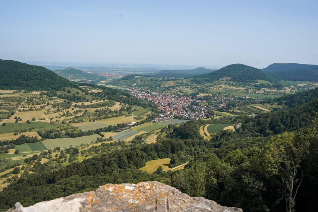 Uitzicht op de ruïnes van Reussenstein in de Schwaebische Alb