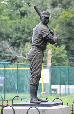 Statue honoring Larry Doby