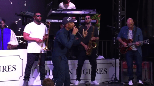 Video: Pharrell Williams - Runnin' (Live at TIFF)