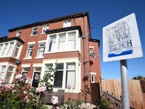 Residents have resorted to makeshift signs in a bid to stop motorists driving the wrong way up Hesketh Avenue, which is a one-way street. Pic: Daniel Martino/JPI Media