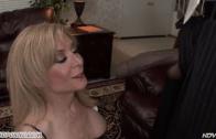 MILF NINA HARTLEY LOOKING A BLACK COCK