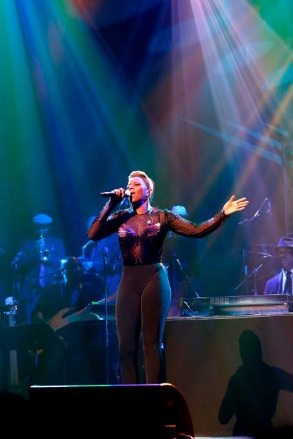 Mary J. Blige pays tribute to Chaka Khan