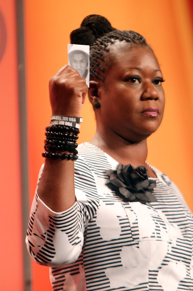 Sybrina Fulton lifts up Trayvon's name (National Urban League Photo by Mikki K. Harris)