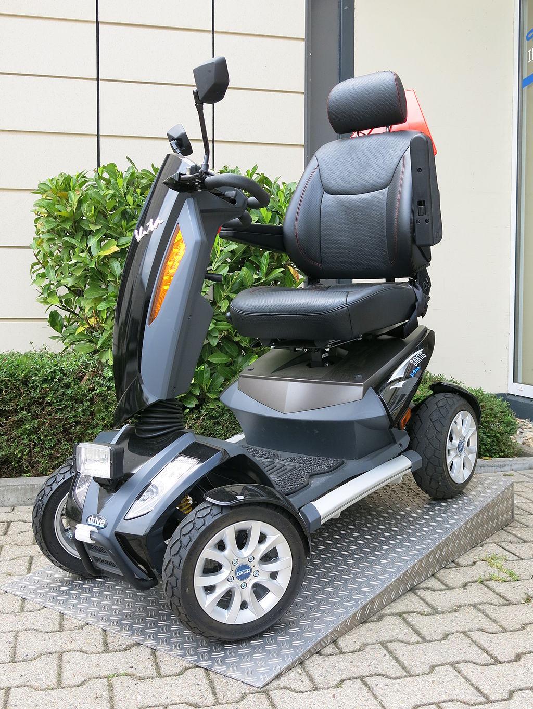 Elektro-Rollstuhl_15_kmh