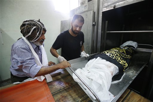 Mideast Palestinians Dressing The Dead