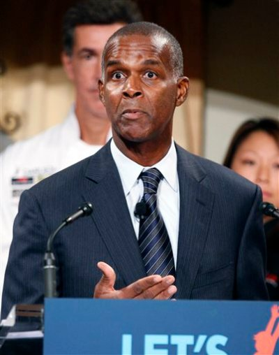 In this Sept. 15, 2011, file photo, Darden Restaurants CEO and chairman Clarence Otis speaks in Hyattsville, Md. Otis is stepping down as the company fights to fix its flagship Olive Garden chain following the sale of Red Lobster. (AP Photo/Manuel Balce Ceneta, File)