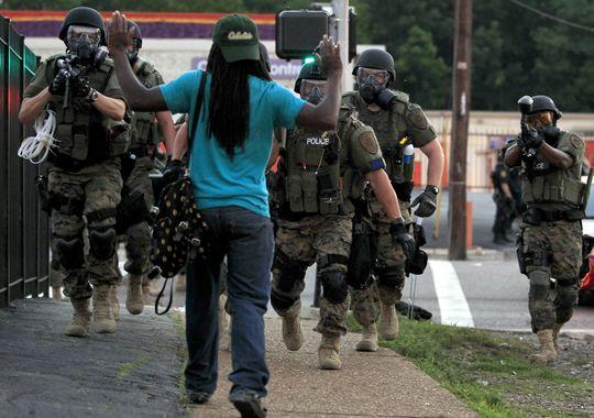 1409216443000-AP-Police-Shooting-Missouri-005
