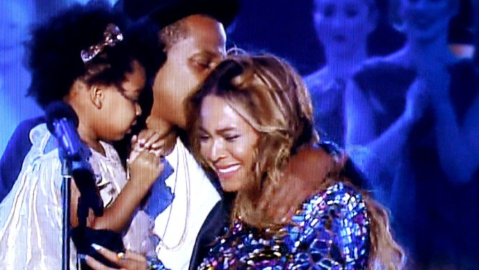 Beyonce' receiving the Michael Jackson Vanguard Award at the 2014 MTV Video Music Awards, alongside husband Jay Z and daughter Blue Ivy Carter (Courtesy of YouTube)