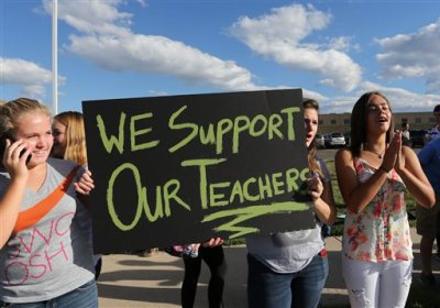 Students protest outside of Ralston Valley High School, Tuesday, Sept. 23, 2014, in Arvada, Colo. The students are protesting a proposal by the Jefferson County School Board to emphasize patriotism and downplay civil unrest in the teaching of U.S. history. (AP Photo/Brennan Linsley)