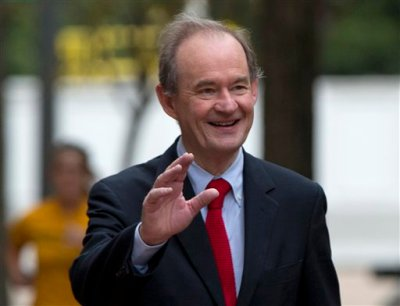 """In this Oct. 10, 2014 file photo, attorney David Boies is seen in Washington. Lawyers representing Sony Pictures Entertainment are threatening news organizations not to publish details of company files leaked by hackers in recent days, following one of the largest digital breaches ever against an American company. Boies, a prominent lawyer hired by the company, demanded Sunday that Sony's """"stolen information"""" _ publicly available on the Internet by the gigabytes _ should be returned immediately because it contains privileged, private information. (AP Photo/Carolyn Kaster, File)"""