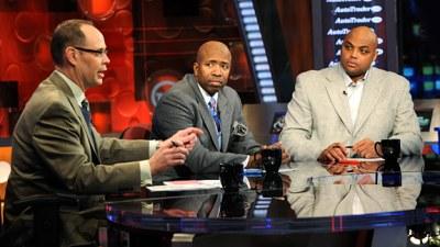 Ernie Johnson, left, Kenny Smith, center, and Charles Barkley in the TNT studios. (AP Photo/Erik S. Lesser)