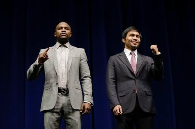 Floyd Mayweather Jr., left, and Manny Pacquiao, of the Philippines, pose for photos during a news conference, Wednesday, March 11, 2015, in Los Angeles. The two are scheduled to fight in Las Vegas on May 2. (AP Photo/Jae C. Hong)