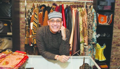 Nigerian fashion designer Alphadi calls for development of textile industry and fashion in Africa. (Courtesy of Afrikan Spot)