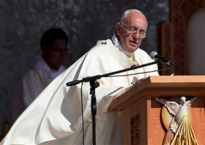 Pope Francis celebrates Mass at Christ the Redeemer square in Santa Cruz, Bolivia, Thursday, July 9, 2015. Celebrating his first Mass in Bolivia, Pope Francis is calling on the faithful to reject consumerism, which he says only creates barriers between people. (AP Photo/Eduardo Verdugo)