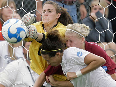 A recent study showed that female soccer players suffer greater symptoms—and have longer recovery times—than their male counterparts following a concussion. (AP Photo/Matt Slocum)