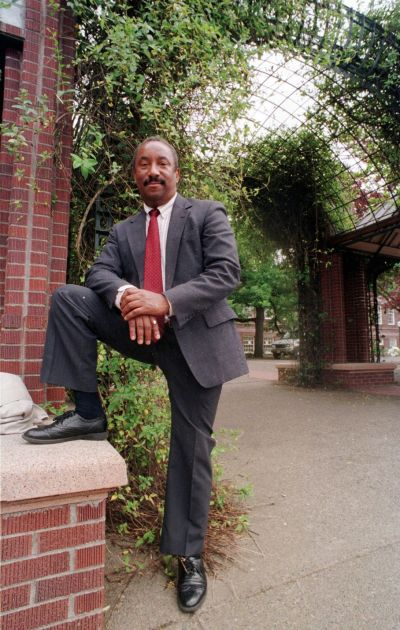 """In this May 6, 1998, file photo, Dennis Greene, former lead singer for 50s revival group Sha Na Na, poses at the University of Oregon in Eugene, Ore., where he was a law professor. Greene died Saturday, Sept. 5, 2015, at a Columbus, Ohio, hospital after a brief illness, his nephew Edward Robinson said. He was 66. Greene performed with Sha Na Na at Woodstock in 1969 and sang with the group in the 1978 movie """"Grease."""" (AP Photo/Jeff Barnard, File)"""