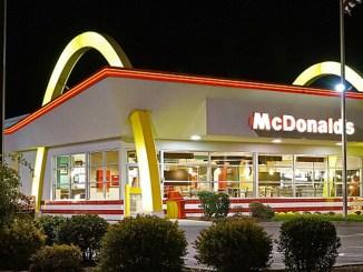 McDonalds Golden Arches Rt.1, Saugus, Massachusetts USA. (Photo by: Wiki Commons)