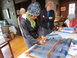 Cooke starting the Saori weaving demo