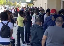 Video Extra #3 >>>  Large Crowd Gather In Atlanta Mall Parking Lot To Party, Hundreds More Stand In Line To Buy Jordan's