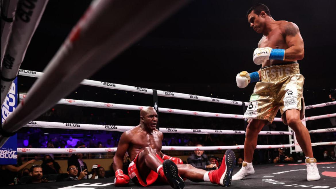 Video Extra >>> Evander Holyfield Knocked Out In 1ST ROUND By MMA Fighter
