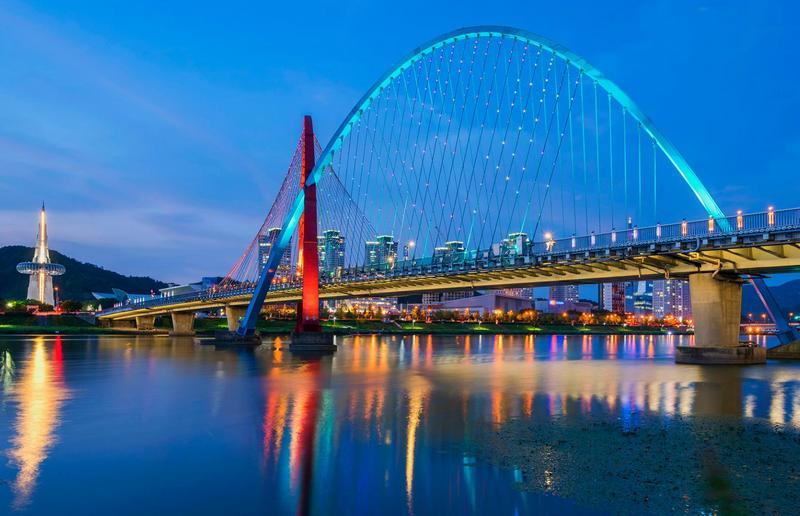 panorama sungai dan jembatan kota daejeon, korea selatan