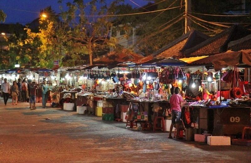 suasana malam di hoi an street markets