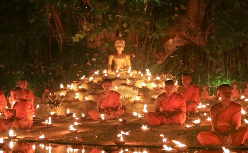 biksu thailand melakukan magha puja