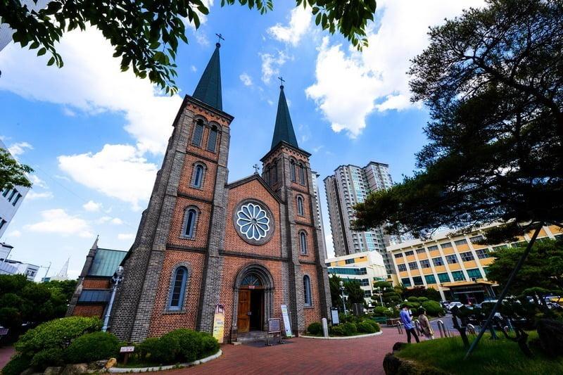 gereja di kota daegu, korea selatan