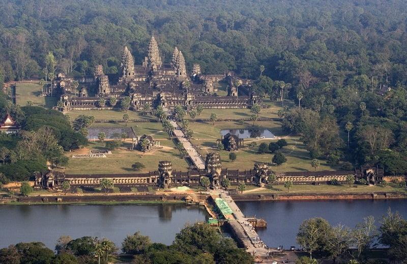panorama udara kompleks angkor wat kamboja