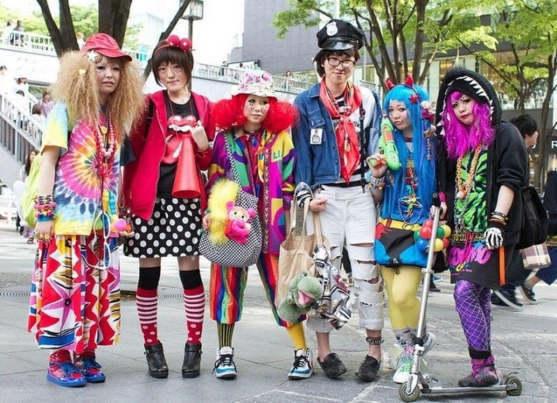 anak muda jepang berdandan dengan gaya harajuku style
