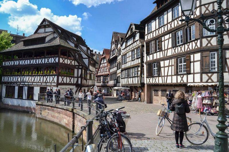 bangunan kayu antik di kota strasbourg, perancis