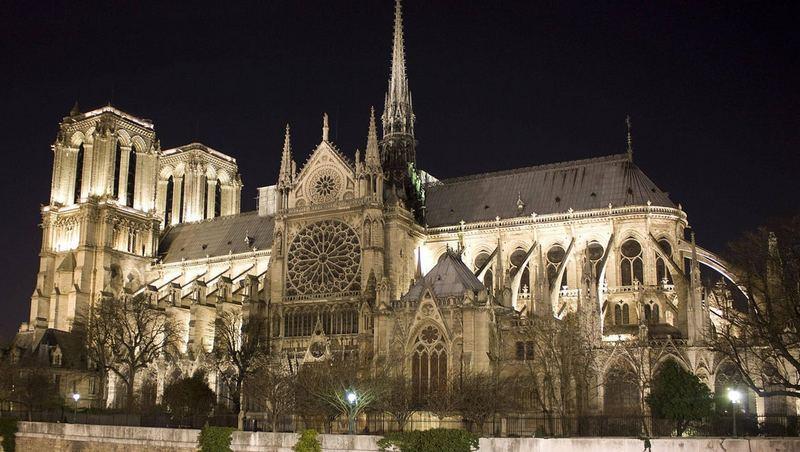katedral notre dame, paris, perancis di malam hari