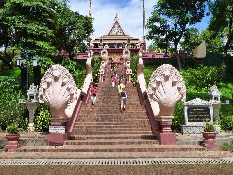 gerbang kuil wat phnom, kamboja