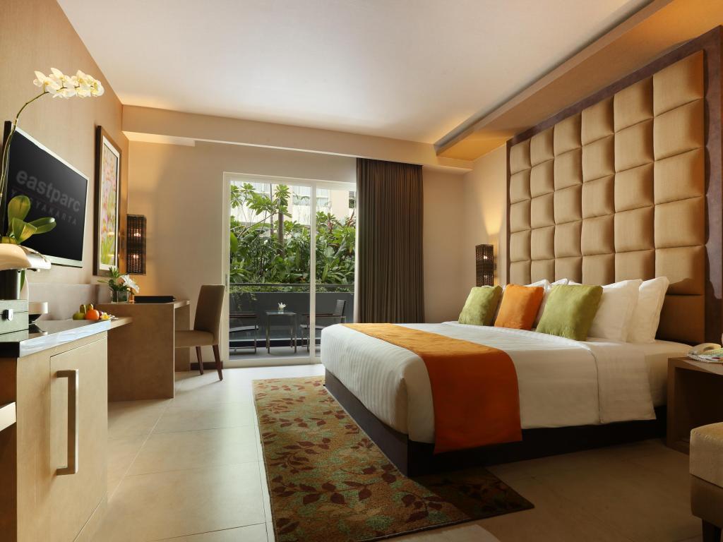 kamar premier king - business eastparc hotel yogyakarta