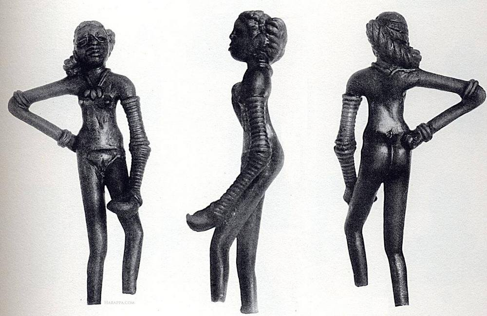 patung gadis menari (dancing girl) dari mohenjo-daro