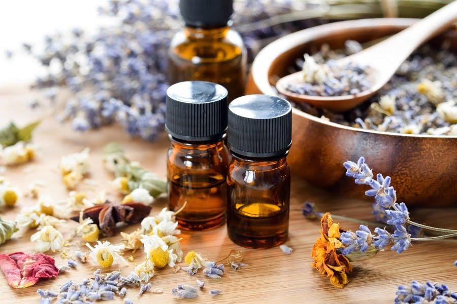 berbagai jenis minyak atsiri (essential oil)